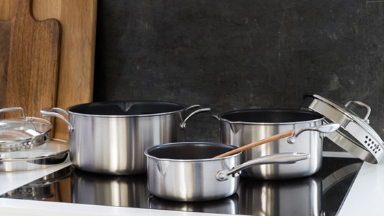 Pots_non-stick_C35SS-NS_C15SS-NS_C50SS-NS_in_kitchen_landscape-1_web.jpg