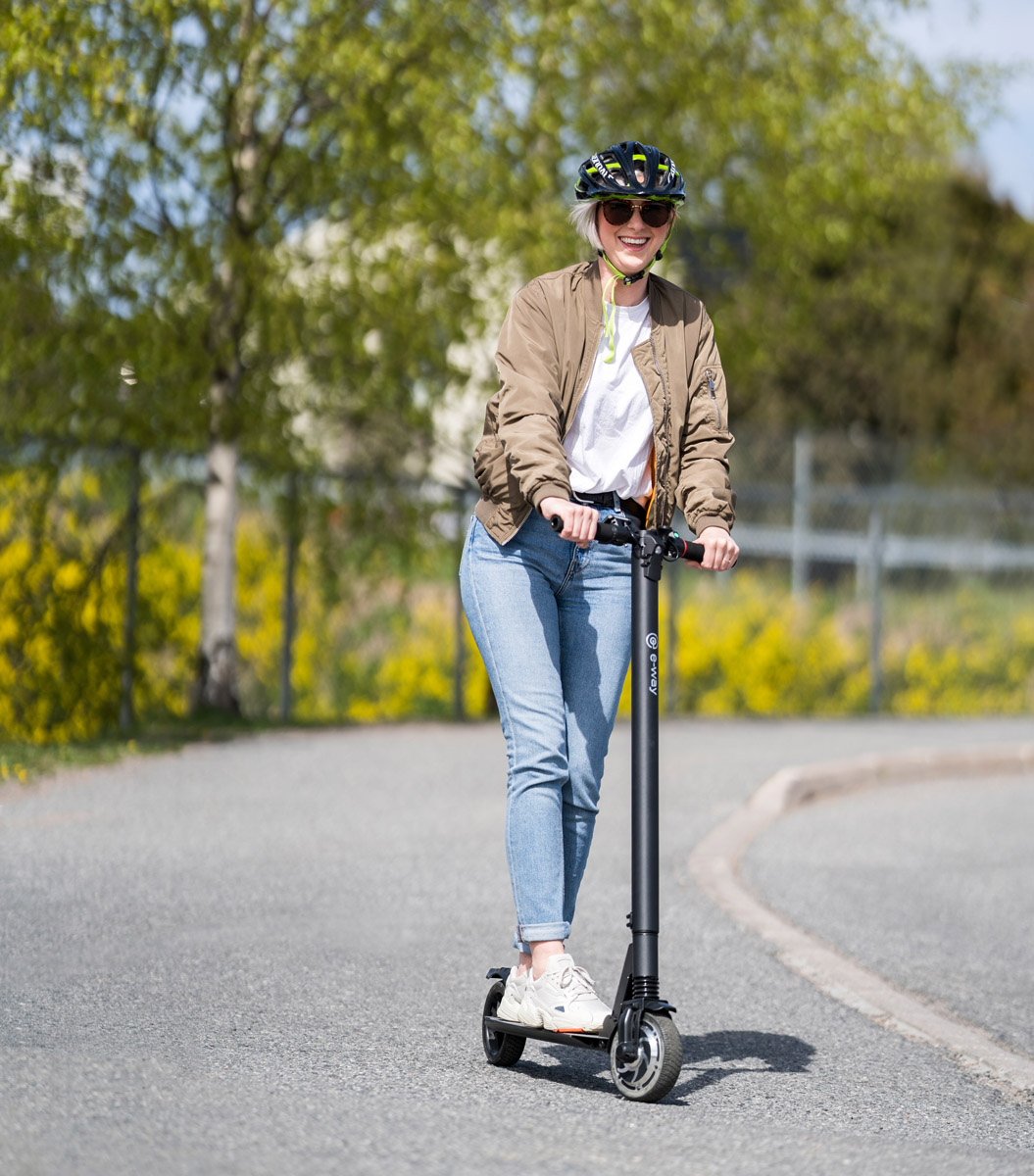 Electric-scooter-Eway_E1-downhill_web.jpg